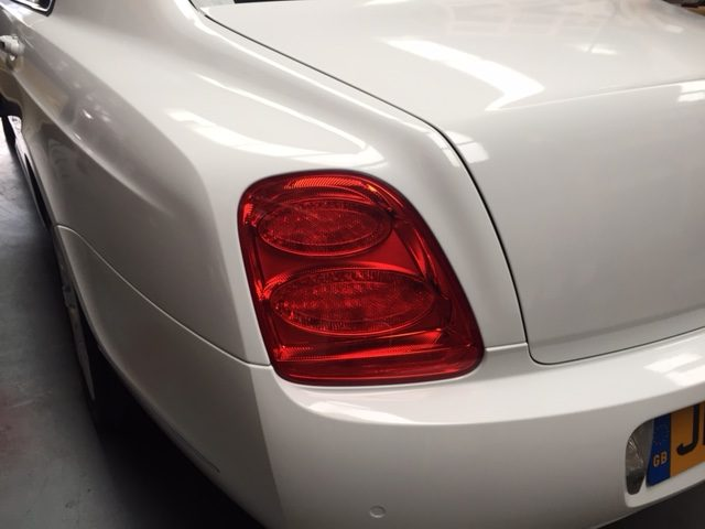 Bentley Flying Spur: White Gloss Wrap